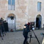 Les caméras devant le moulin à l'arrivée des acteurs