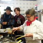 Joëlle attentivement observée par Xu Zheng et Yin Zheng