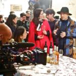 Préparation d'une scène avec Xu Zheng (chapeau)